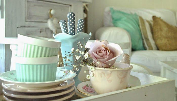 Посуда в пастельных тонах