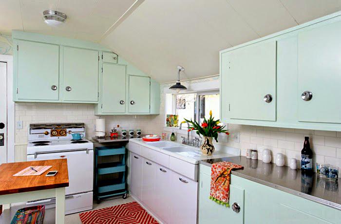 Кухонная мебель в пастельных тонах