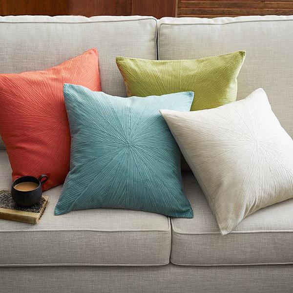 Прекрасные декоративные подушки в пастельных тонах