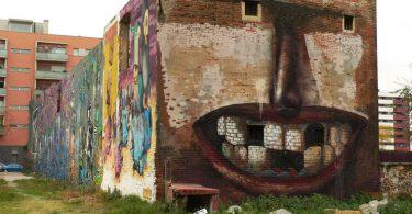Уличное искусство в Барселоне: лицо на фреске от художника Penao