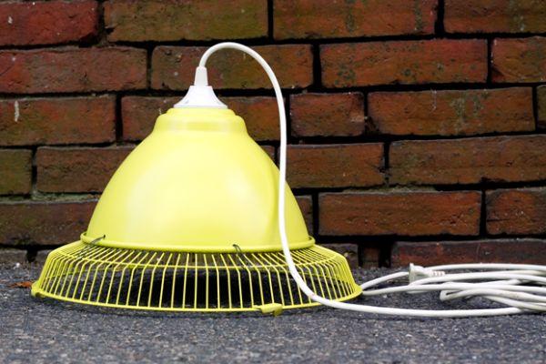 Подвесной светильник из старого вентилятора