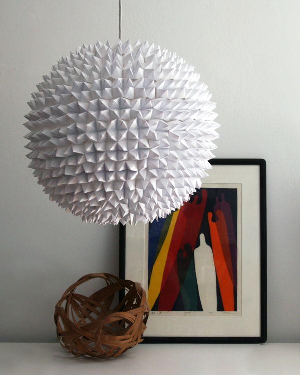 Гранёный подвесной светильник из белой бумаги