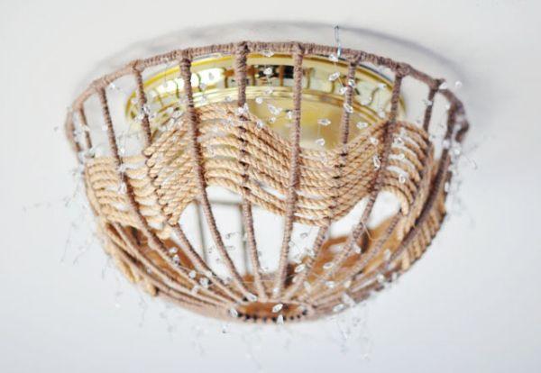 Верёвочный плафон под потолком