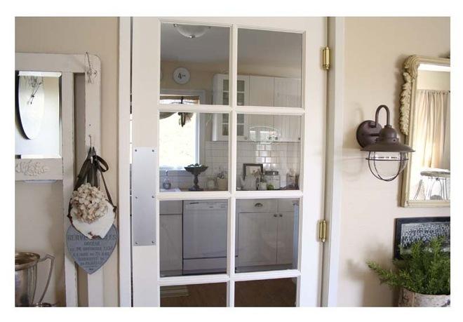 Маятниковая дверь со сплошным остеклением