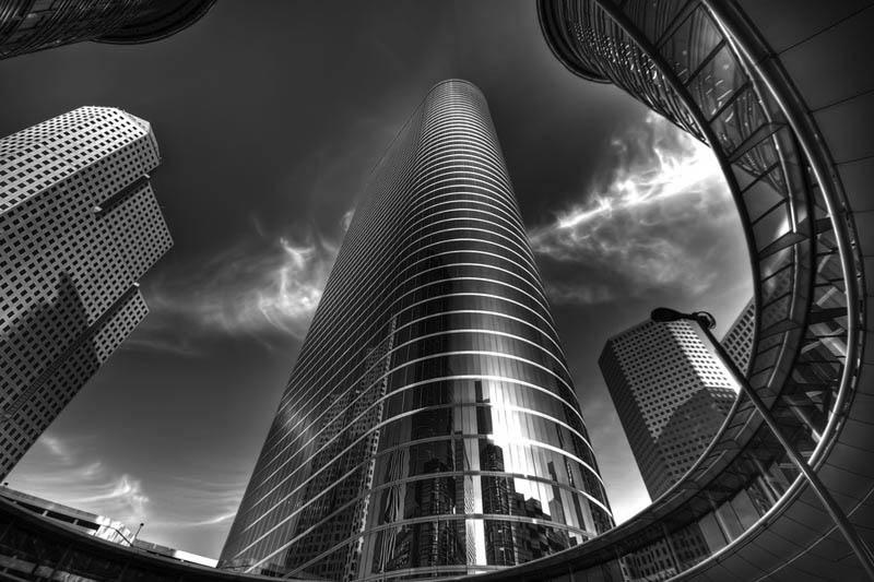Черно-белая фотография архитектурной композиции