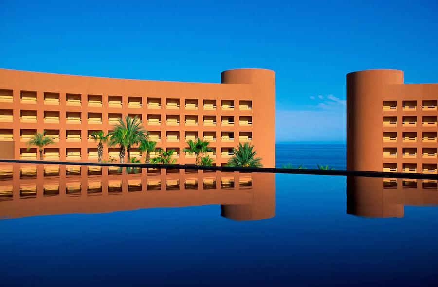Красивый вид на здания отелей