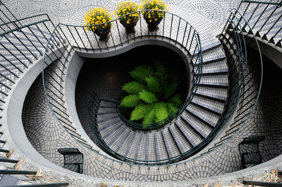 Удивительная бетонная лестница