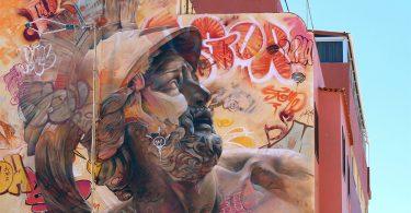 Фирменный стиль граффити Пичи и Аво: греческая мифология на стенах зданий и холстах