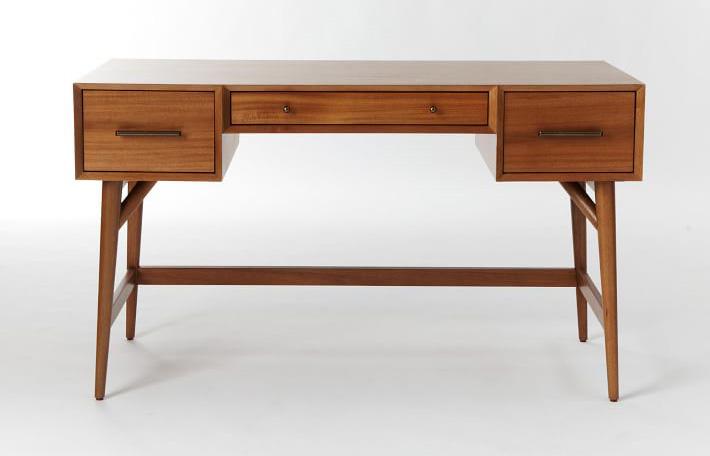 Деревянный стол для офиса