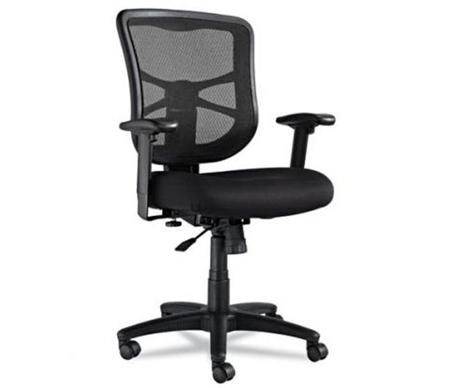 Черное кресло для офиса