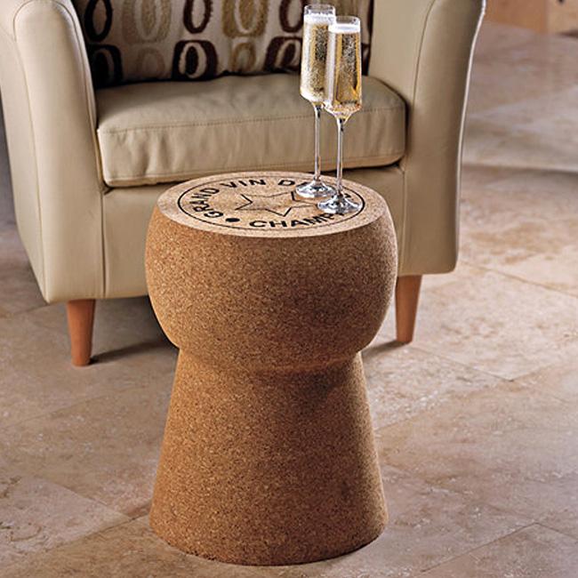 Табурет и журнальный столик в виде винной пробки