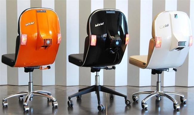 Разноцветные кресла для офиса