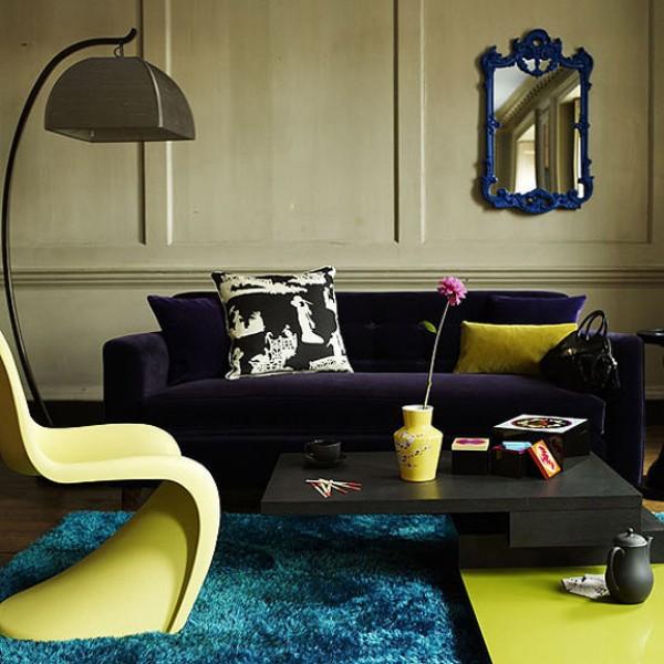 Декоративные подушки на диване в интерьере