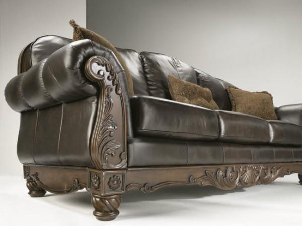 Чудесные декоративные подушки на диване в интерьере