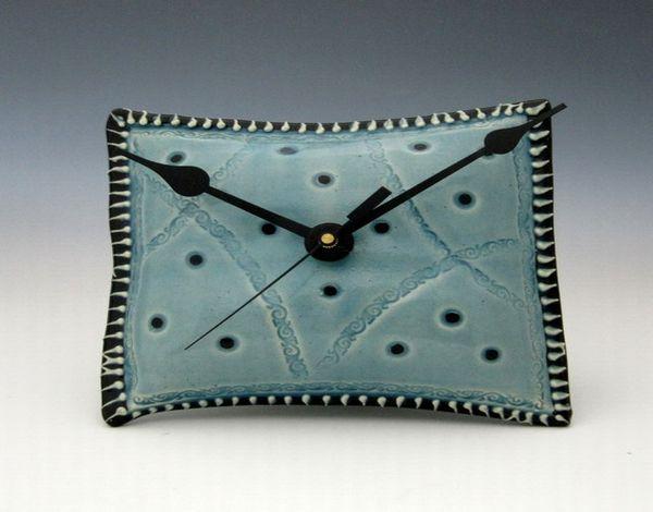 Керамические часы-подушка