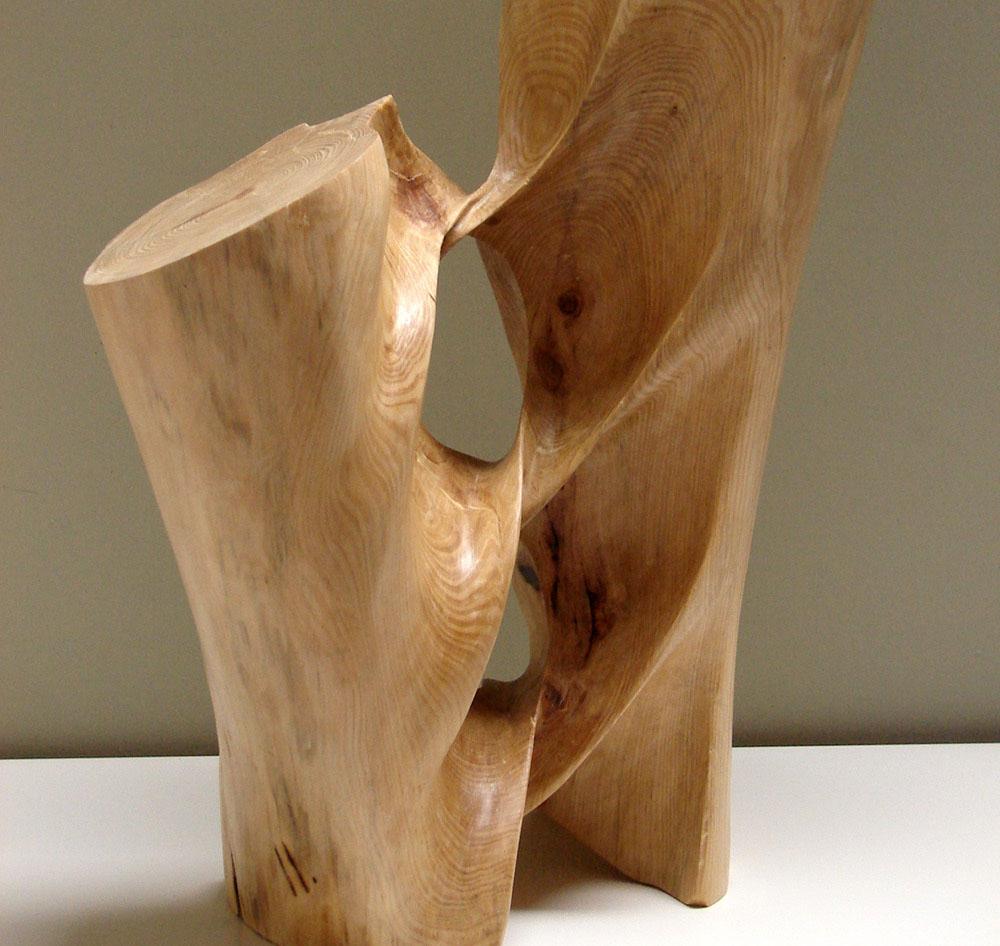 Деревянная скульптура брюссельского скульптора Xavier Puente Vilardell