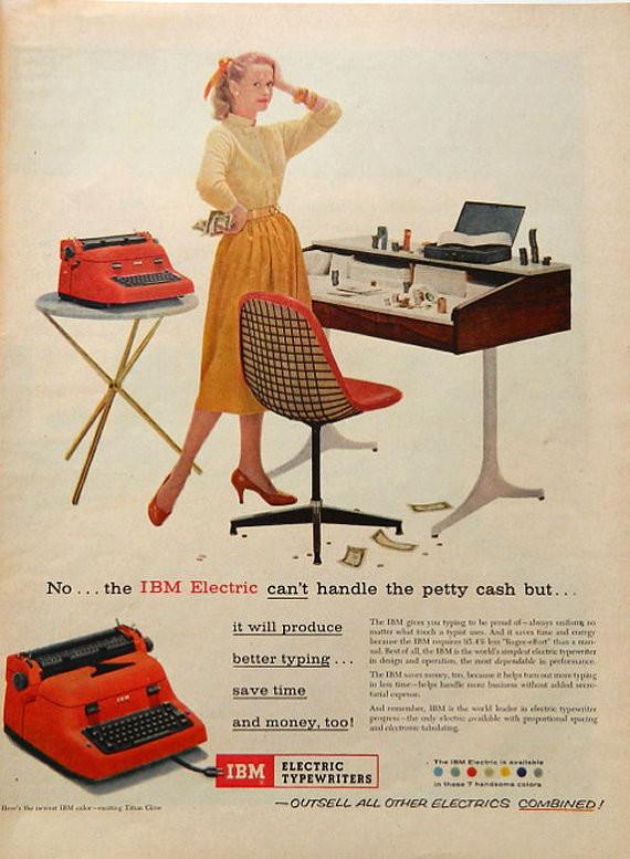 Чудесная старинная печатная машинка в современном интерьере