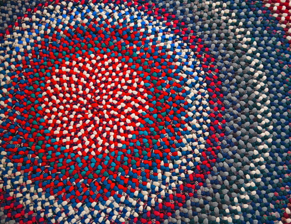 Фото разноцветного плетеного коврика