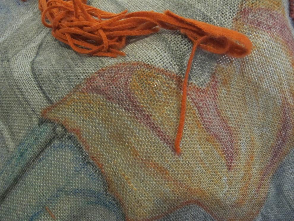 Фото шерстяных петель и ткани, из которых получаются плетеные коврики
