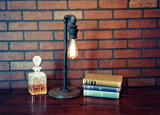 Светильник в промышленном стиле Striking Pipes