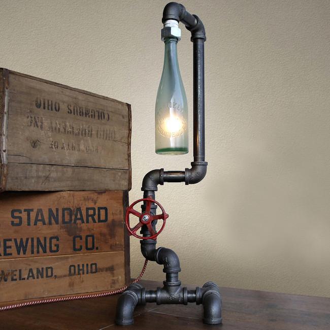 Светильник в промышленном стиле с бутылкой