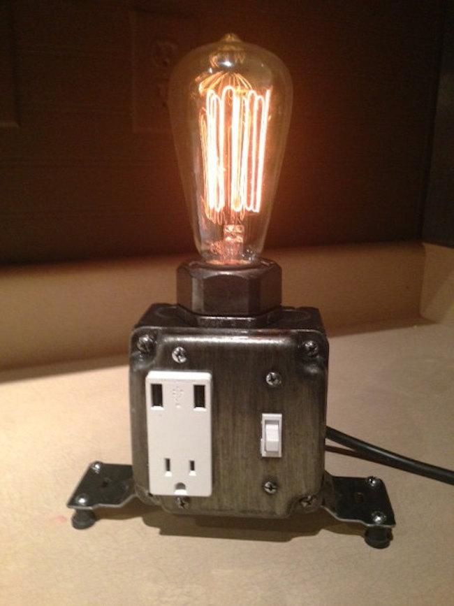 Светильник в промышленном стиле с USB-портами