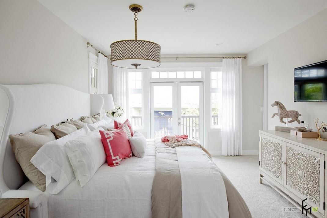 Люстра для освещения спальни