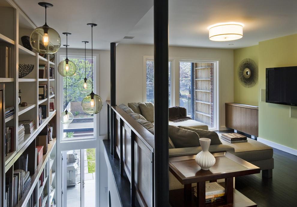 Уникальные подвесные лампы в интерьере гостиной от CWB Architects
