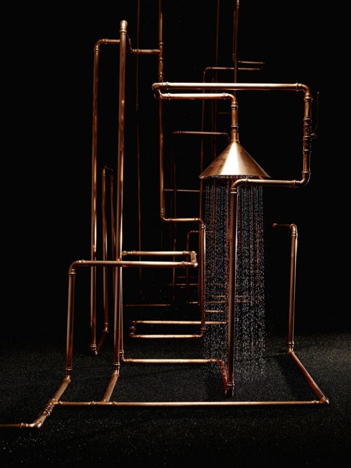 Креативная инсталляция душа Axor Waterdream из медных труб