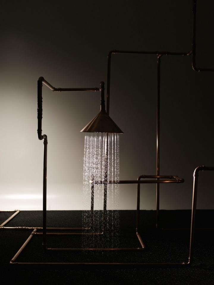 Изысканная инсталляция душа Axor Waterdream из медных труб