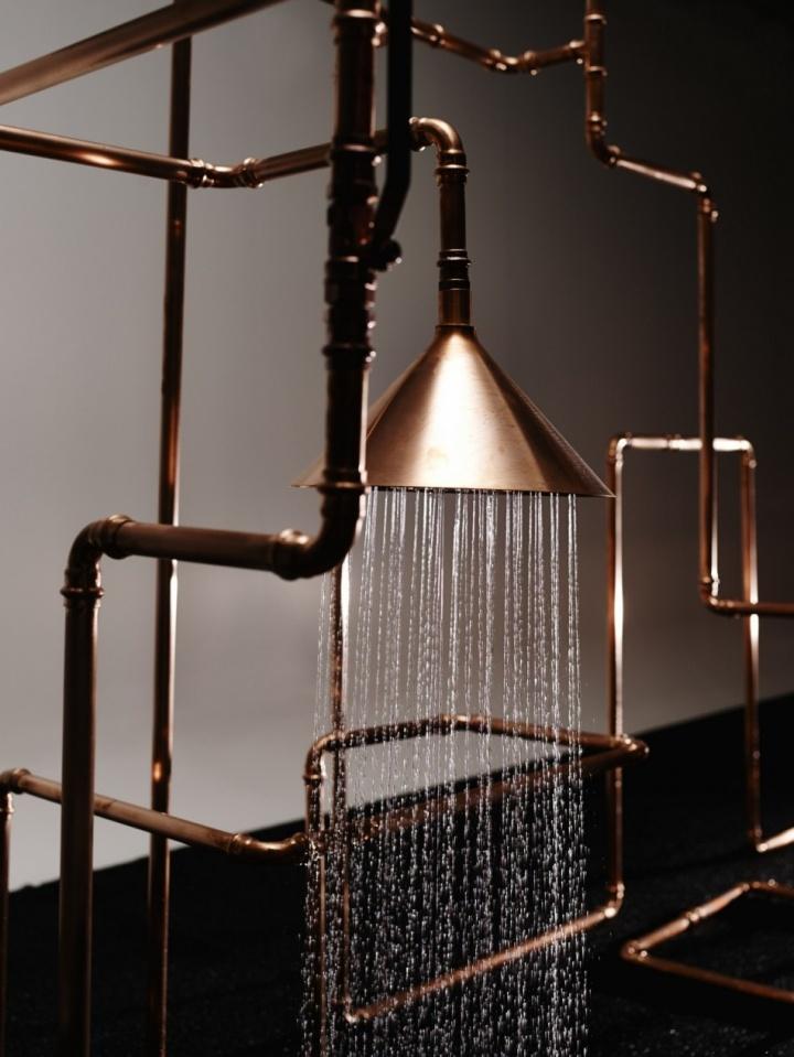 Первоклассная инсталляция душа Axor Waterdream из медных труб