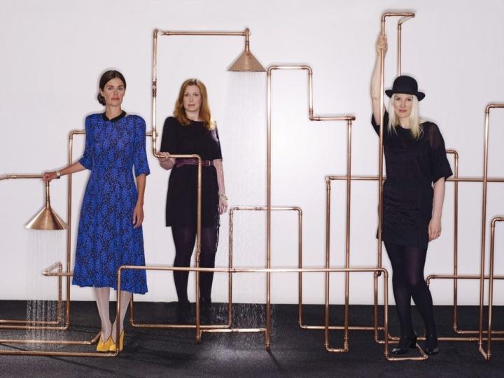 Девушки из Front Design и создатели Axor Waterdream из медных труб