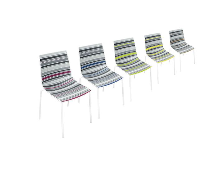 Современные стулья Claire в полосатой обивке от Стефано Сандона