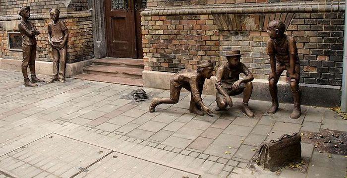 Современная скульптура стрит арта