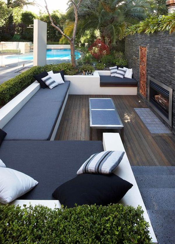 Мягкая мебель на заднем дворе