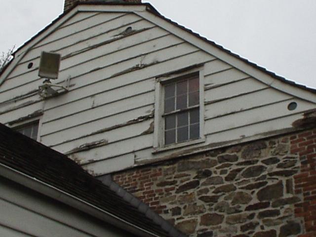 Практичные карнизы под крышей дома - Фото 5