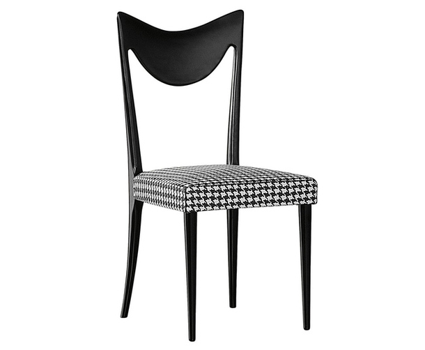 Чёрно-белый деревянный стул