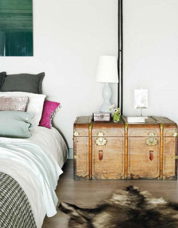 Эпатажная прикроватная тумбочка в интерьере спальни