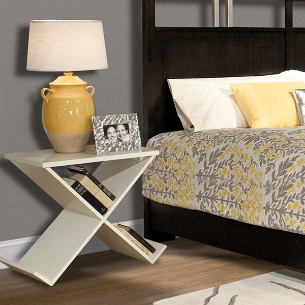 Эксклюзивная прикроватная тумбочка в интерьере спальни