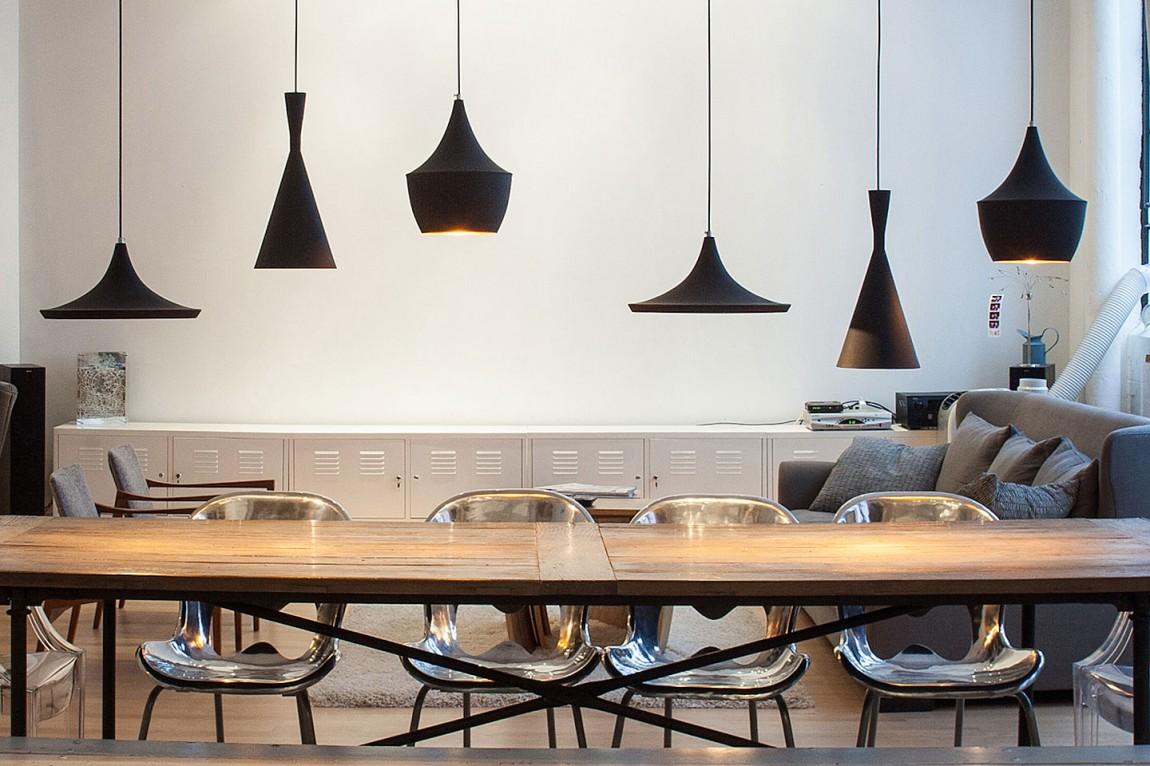 Интересное освещение для обеденного стола в доме в Торонто