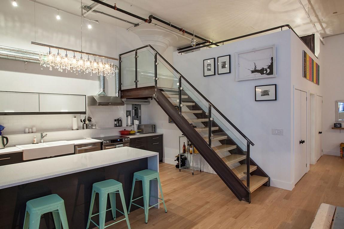 Сборная стальная лестница в интерьере дома в Торонто
