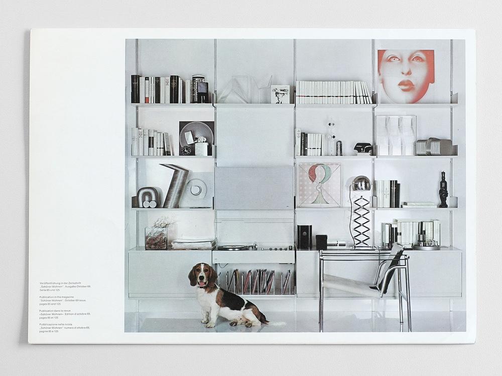 Фотография стеллажа Дитера Рамса из немецкого журнала интерьеров