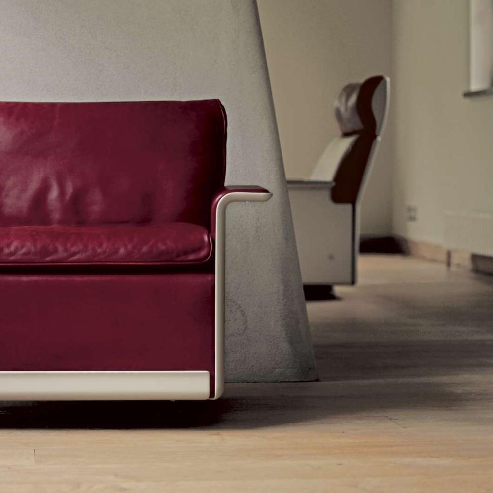 Яркий кожаный диван по проекту Дитера Рамса