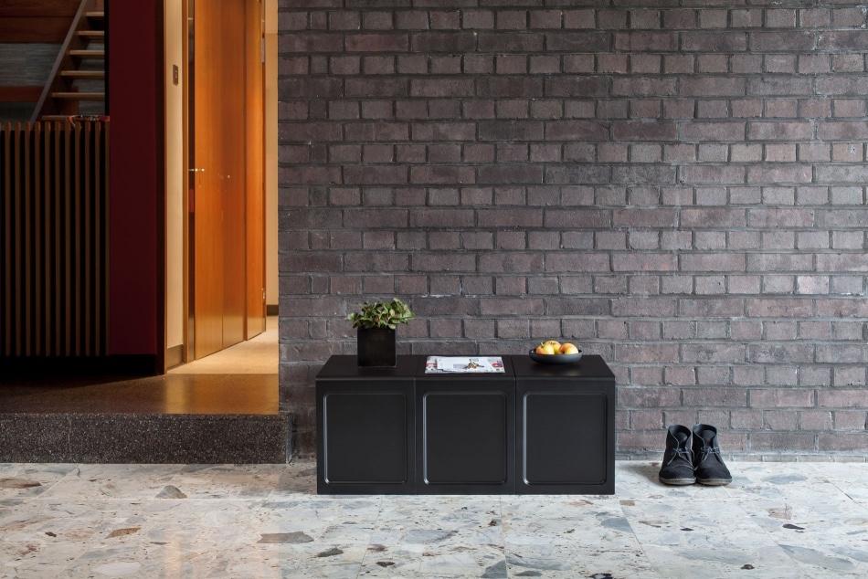 Черный стол из пластика Дитера Рамса