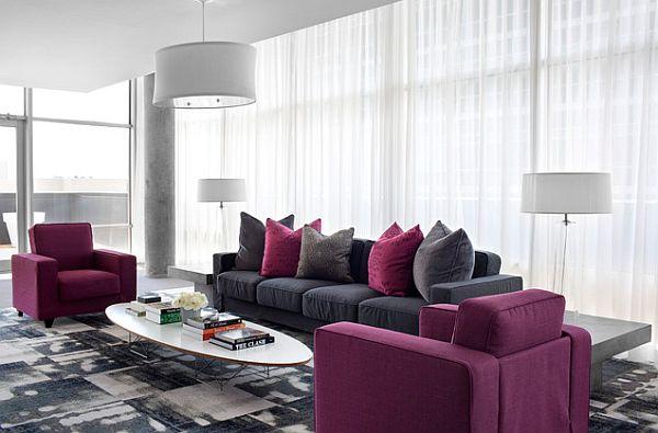 Фиолетовые кресла в гостиной