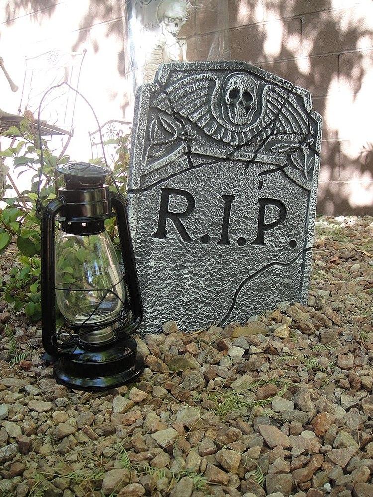 Фонарь у надгробного переезда к Хэллоуину