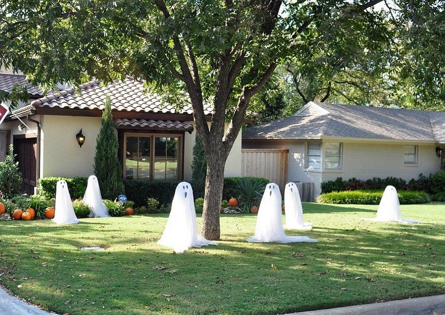 Привидения во дворе к Хэллоуину