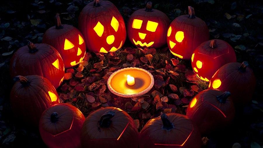 Свечи в тыквах к Хэллоуину