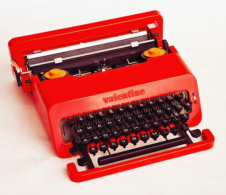 Радикальный дизайн техники: красная печатная машинка Valentine