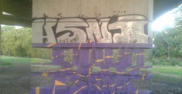 Прозрачный тег на бетонной опоре: 3D граффити от Милане Рамси